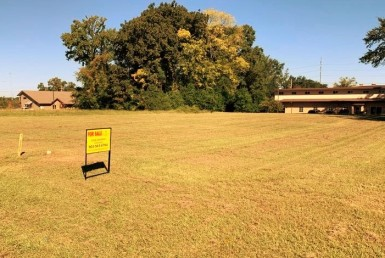 .64 acre Commercial Lot in Titus County