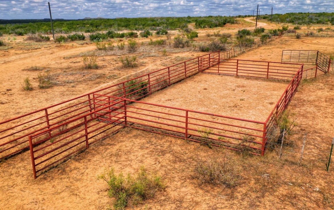 1100 acres in King and Stonewall County